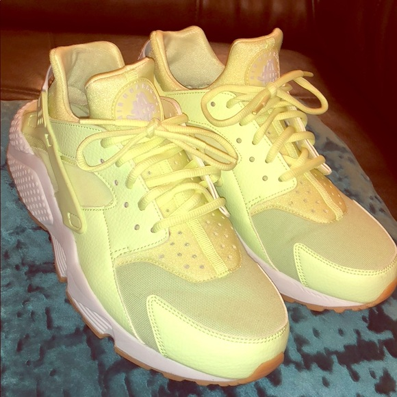 ffdf8ed66be52 ... Huaraches in bright neon yellow green. M 5ab9d7ee61ca10f11e7426b0